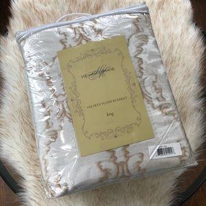 Highgate Manor Velvety Plush Blanket King